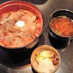 51234967 - (2016年5月)名物ビフテキ丼、自家製お新香・赤出し
