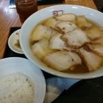 51235173 - 焼豚麺的なメニュー。クーポン利用で890円