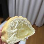 メロンパン - 重たいのは中のクリーム。のりのようにボテっとしてます!