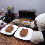 亀井製菓 - ミニサイズのたい焼き、かわいい~♪ では、いただきま~す!!