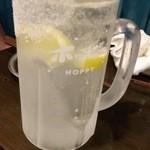 もつ焼たつや - 塩(ソルト)付きレモンサワー