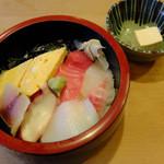 桜寿司 - 料理写真:ランチのちらし寿司