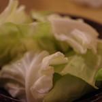 串カツ 青山七丁目 - お通しのキャベツは味噌ダレで