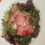 51247473 - 本日の鮮魚のカルパッチョ シュンの野菜と果物のサラダ仕立て