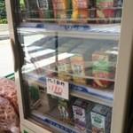 サンドーレひよし - ジュース売っています