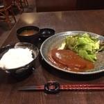 神戸牛 ステーキ ヘンリー亭 - 無難なところで、ハンバーグ定食をいただきました