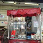 東野食品 - 店頭の蔓し焼豚