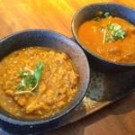 初台スパイス食堂 和魂印才たんどーる - ・鶏ひき肉とナンコツのキーマカレー                             ・根菜カレー(大根、人参、ゴボウ、レンコン)