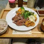 ロヂウラ食堂 - タン焼きと鶏南蛮定食