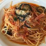 グーパスタ - 茄子とベーコンのピリ辛トマトソーススパゲティ