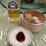 広東料理 吉兆 - のもち米焼売ともち米肉団子とビール