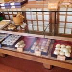 四里餅商事 大里屋 - 内観(まんじゅうなど)