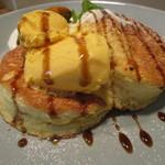 51263996 - 黒蜜とパンプキンクリームのパンケーキ