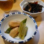 徳多和良 - 手前 ふきと里芋煮合せ ¥300 奥 ひじきの煮物 ¥300