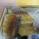 ゑじま - 太刀魚の骨煎餅アップ