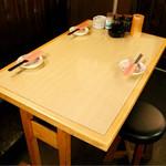 串カツ 青山七丁目 - テーブル席