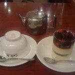 イタリアン・トマト カフェジュニア - ケーキ(クッキーフロマージュ ミックスベリー)と紅茶