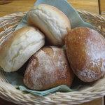 ヴィラデスト ガーデンファーム アンド ワイナリー - パンが、とても美味しい