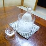 いなげ家 - 豊盃 純米吟醸 氷でちゃんと冷やして提供されます