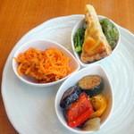 サダキ デリ - 前菜盛り合わせ1,230円