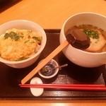 万平 - 「山芋とろろ丸天うどんカツ丼セット」です。