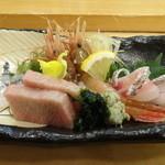 Kyousushiookini - 御造りミナミマグロのハラミ、サクラダイ、ボタンエビ、サヨリ