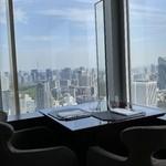 タワーズ - 隣のテーブル席の様子