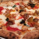 51283459 - 鳥もも肉と新じゃがいもローズマリーのピッツァ
