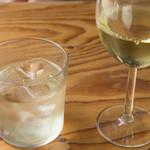 渋谷チーズスタンド - グラスワイン白とスプリッツァー