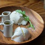 渋谷チーズスタンド - 出来立てモッツァレラ&リコッタ(640円)