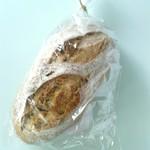 51289951 - くるみパン。