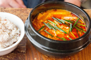 青家 - 旦那は辛鍋と雑穀米大盛を。