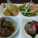 佳肴ながつき - 春巻 サーモンサラダ                             鶏肝煮 刺身2種