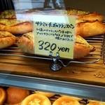51292151 - サラミとチーズのフランスパンの商品札