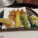 51294106 - 【油物】桜海老掻き揚げ、甘鯛馬鈴薯揚げ、青唐、ヤングコーン