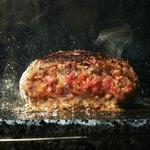 溶岩焼肉ダイニング bonbori - 大人気の牛100%ハンバーグ