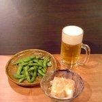 お好み焼き たいこや - 生ビール中  450円/枝豆  200円/冷奴  200円