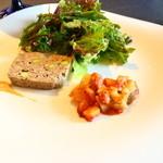 51302529 - 前菜(サラダ、牛肉のパテ、じゃがいものグラタン)