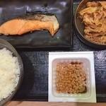 吉野家 - 牛鮭定食(¥580円)+納豆(¥80)のり(¥60円)