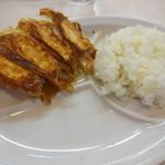 51307032 - ラーメン定食のライスと餃子