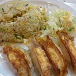 51307036 - チャーハンセットのチャーハンと餃子、サラダ、これにミニラーメンが付きます。