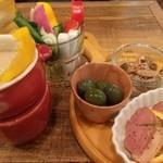 51307392 - バーニャカウダと冷菜三種。