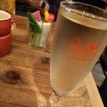 51307395 - がぶ飲みスパークリングワイン。軽めの白ワイン。