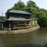 水辺のカフェ 三宅商店 酒津 -