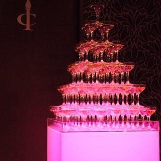 LEDで光るシャンパンタワーでナイスなパーティを♪