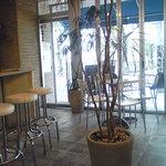 ロトカフェ - 明るい店内