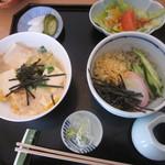 季寄 武蔵屋 - 生湯葉とじ丼+冷やしたぬき蕎麦のセット