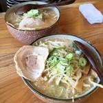 麺や和 - H28.05.08 味噌ラーメン 普通盛り(奥)と中盛り