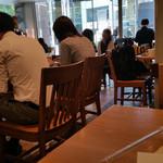 スターバックス・コーヒー ベストウェスタンホテル名古屋 栄4丁目店 - ゴールデンタイムでにぎわう店内