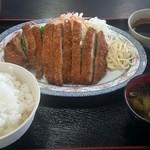 51329539 - びっくりトンカツ定食 ¥980